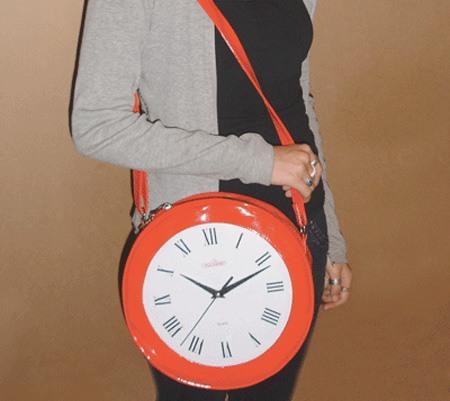 Bag mit einer Uhr