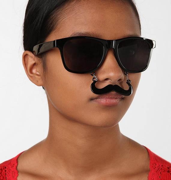 Brille mit Schnurrbart