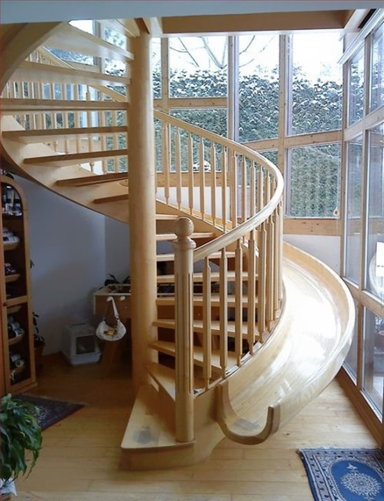 Spirale Staircase-slide