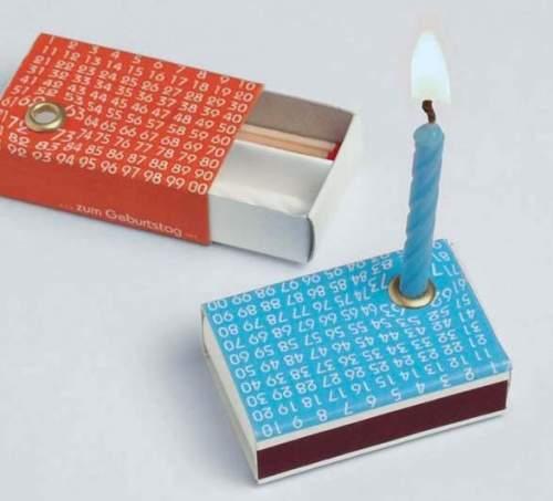 Streichhoelzer mit eingebauter Kerze