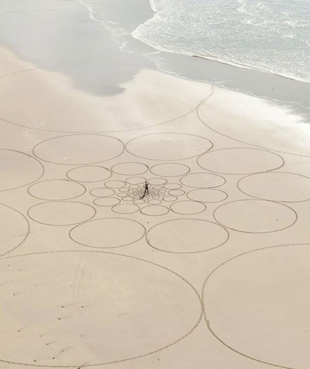 Zeichnungen auf dem Sand 05