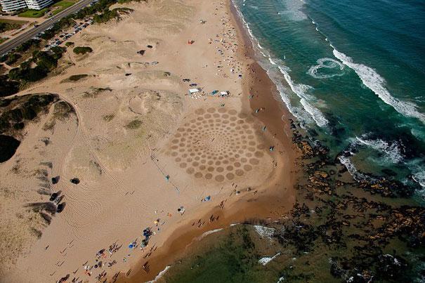 Zeichnungen auf dem Sand 11