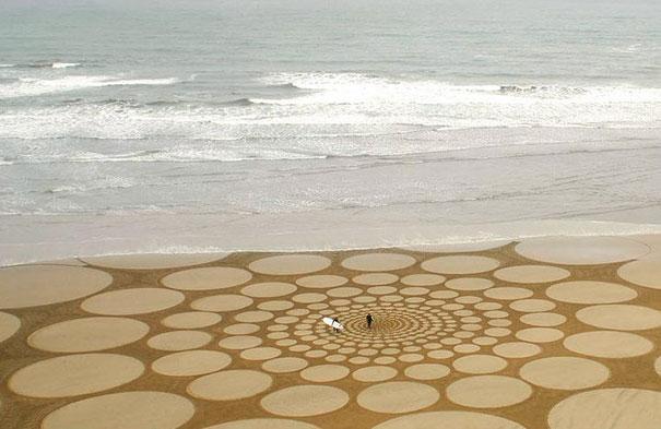 Zeichnungen auf dem Sand 17