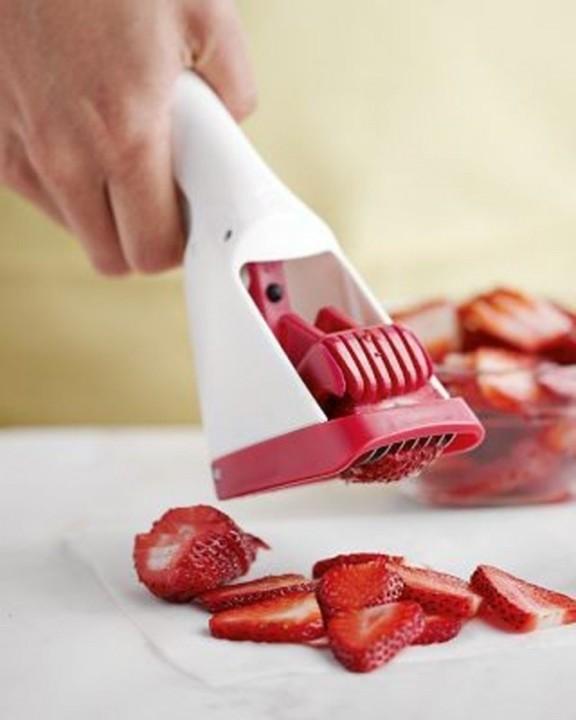 Geraet fuer Erdbeeren Schneiden