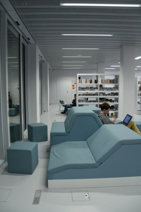 Moderne Bibliothek in Stuttgart 03