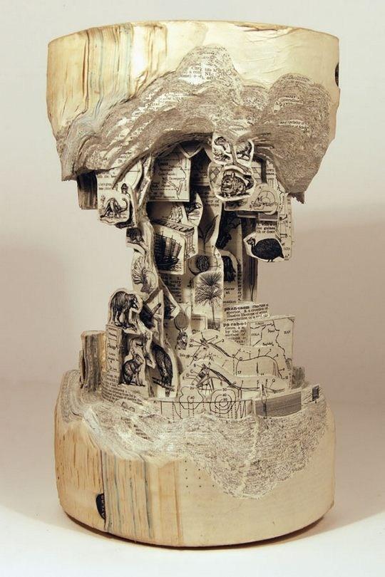 Skulpturen aus Buechern 01