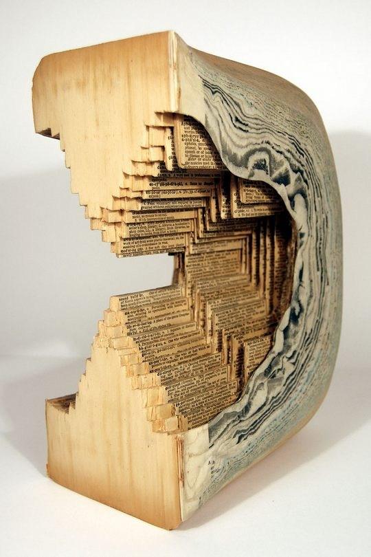 Skulpturen aus Buechern 08