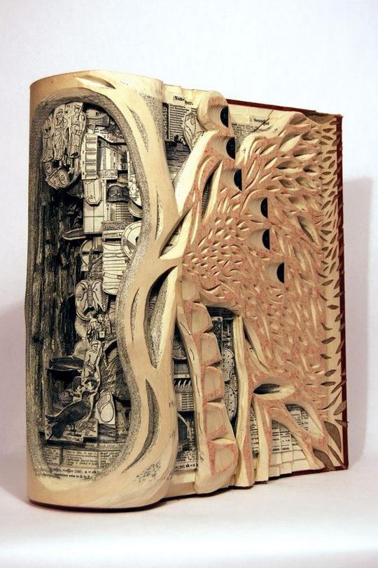 Skulpturen aus Buechern 10