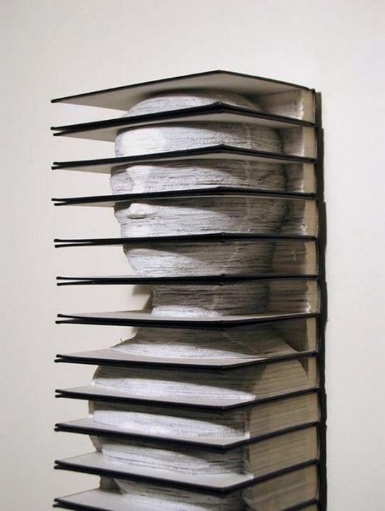 Skulpturen aus Buechern 11