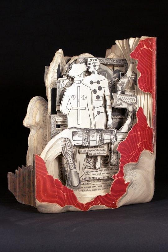 Skulpturen aus Buechern 13