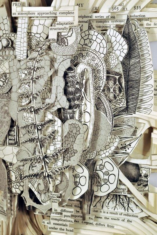 Skulpturen aus Buechern 15