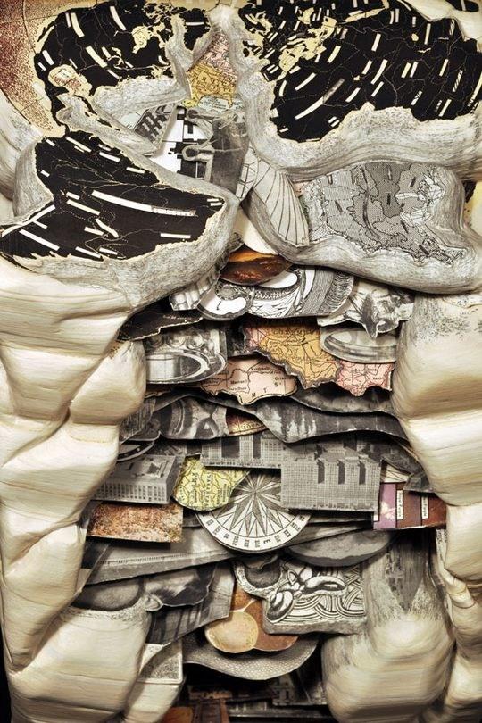 Skulpturen aus Buechern 17