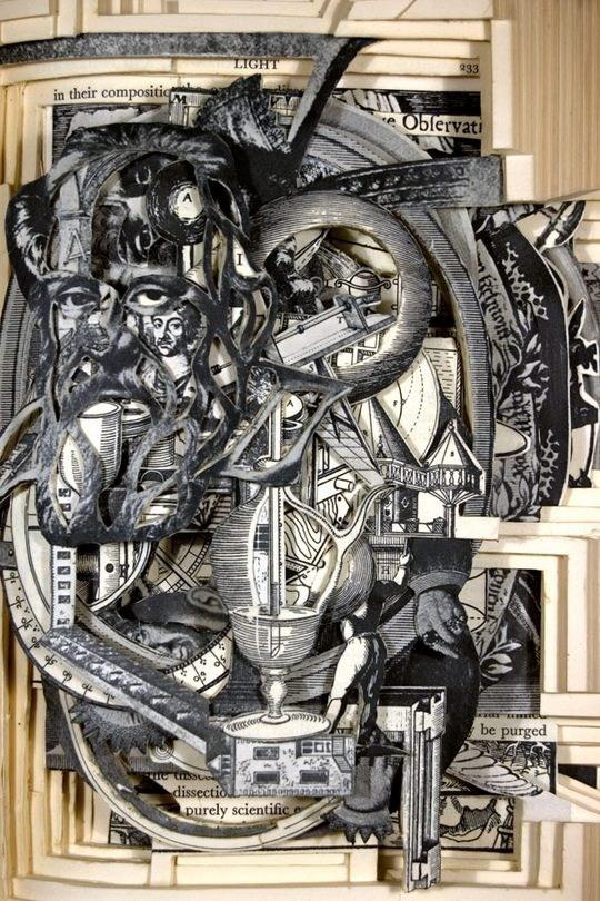 Skulpturen aus Buechern 22
