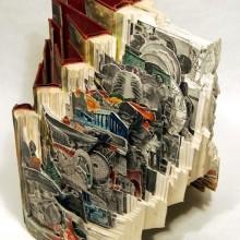 Skulpturen aus Buechern 24