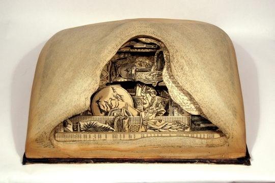 Skulpturen aus Buechern 26