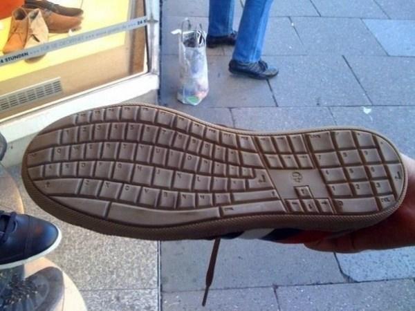 Tastatur auf der Sohle