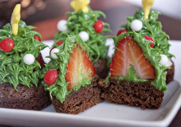 Weihnachtsbaeume aus Erdbeeren