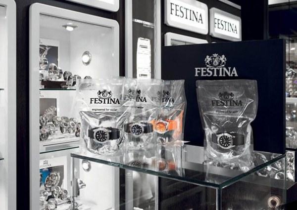 Werbung fuer wasserdichte Uhr Festina