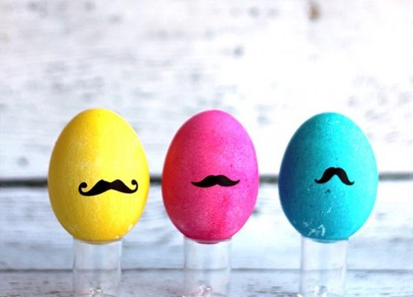Eier mit Schnurrbart