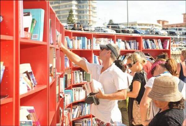Bibliothek am Strand 2