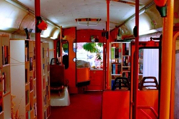 Bibliothek im Trolleybus 1