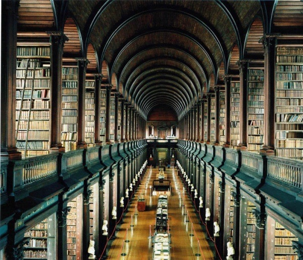 Bibliothek in Trinity College an der Universitaet von Dublin