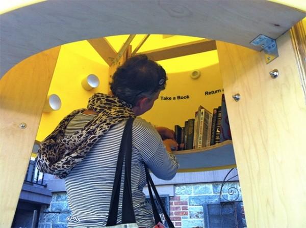 Bibliothek in der Kabine 1