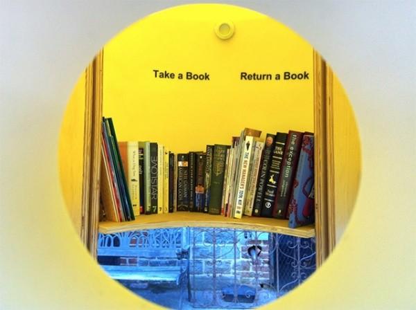 Bibliothek in der Kabine 2
