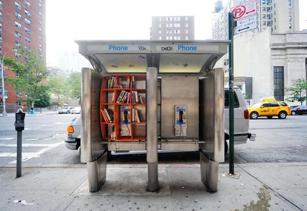 Bibliothek in einer Telefonzelle