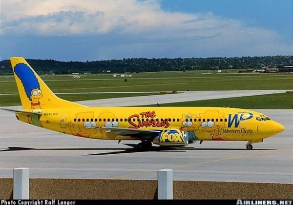 Die Simpsons prangen an einem Flugzeug