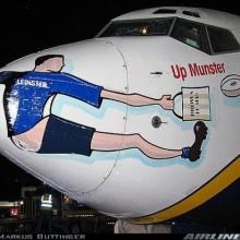 Flugzeug zur Unterstuetzung der Fussballmannschaft Leinster