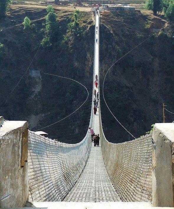 Haengebruecke in Nepal