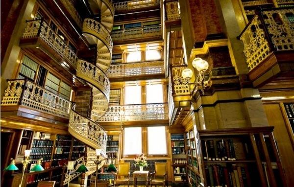 Halle der juristischen Literatur, oeffentliche Bibliothek der Iowa, Iowa City, USA