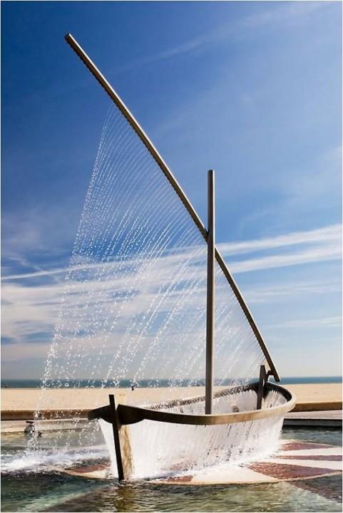 Springbrunnen als Boot
