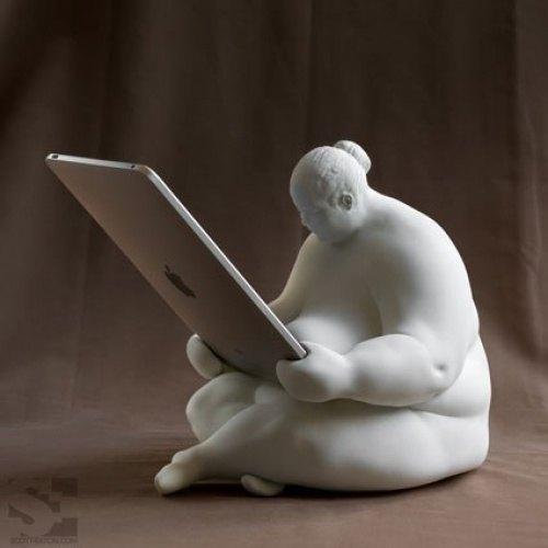 Staender fuer iPad in Form einer Skulptur