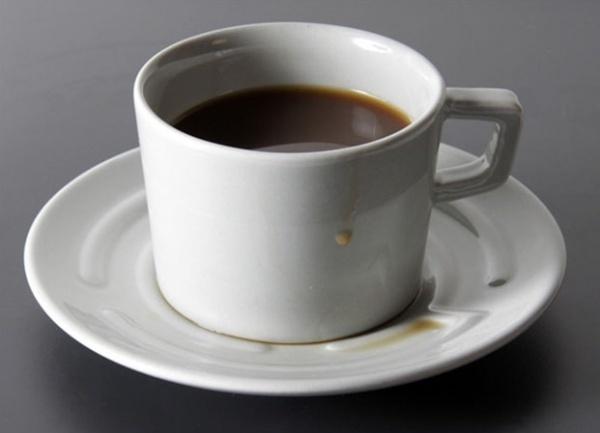 Tasse mit Labyrinth-Untertasse von Designer Erdem Selek