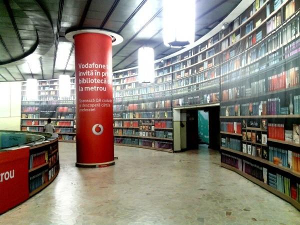Virtuelle Bibliothek auf der U-Bahn 1