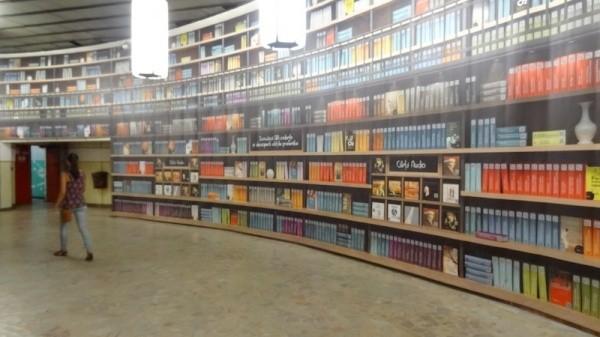 Virtuelle Bibliothek auf der U-Bahn