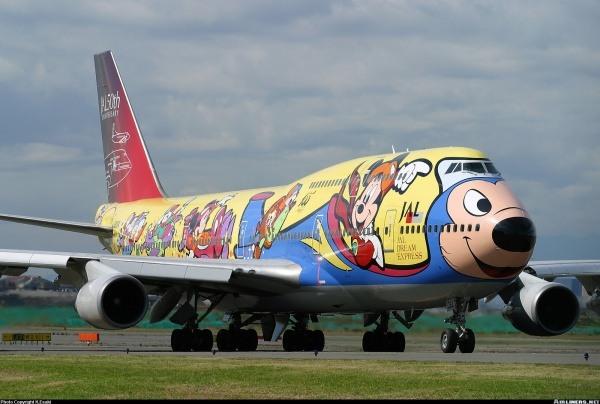 Zu ihrem 50-jaehrigen Jubilaeum hat die japanische Fluggesellschaft JAL 1