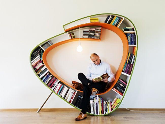 Bibliotheksprojekt Bookworm mit einem bequemen Ort
