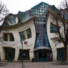 Gebogenes Haus