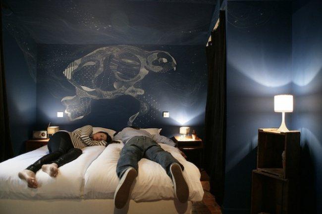 Kontrast in einem Hotelzimmer 1