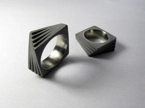 Ringe aus Zement und Stahl 1