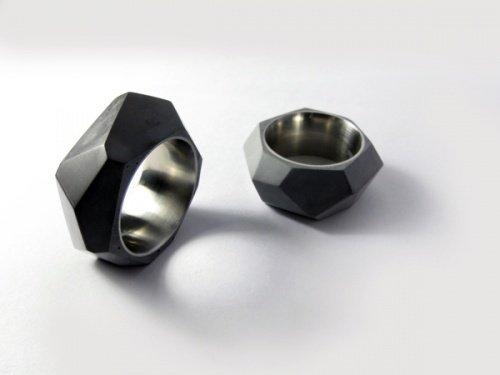 Ringe aus Zement und Stahl