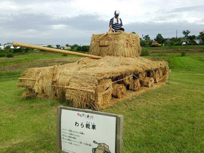 Moderne garten Skulpturen aus Heu und Stroh von Japan 06