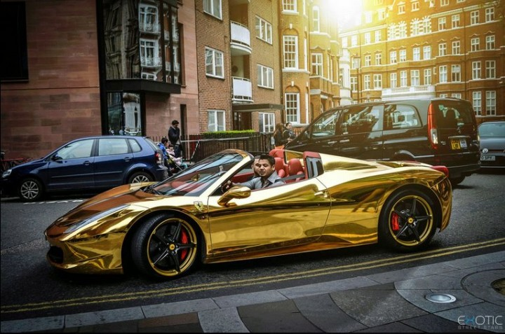 Gold Ferrari 458 Spider in Kalifornien 1