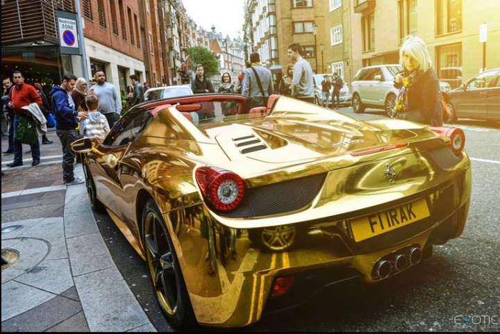 Gold Ferrari 458 Spider in Kalifornien 3