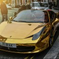 Gold Ferrari 458 Spider in Kalifornien 4