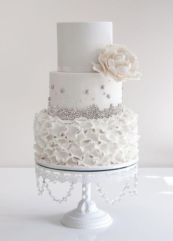 Empfindliche weiße Hochzeitstorten