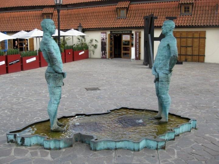 Pee Skulptur, Prag